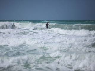 Warning: 7-foot-high waves off UAE