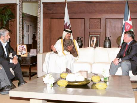 King Abdullah II (right) meets Khalid Mesha'al (left) and Shaikh Tamim Bin Hamad Al Thani