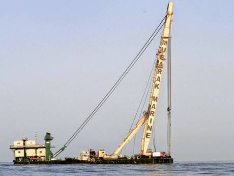 Gale winds forced the crane barge, Al Emlaq, to retreat to the port