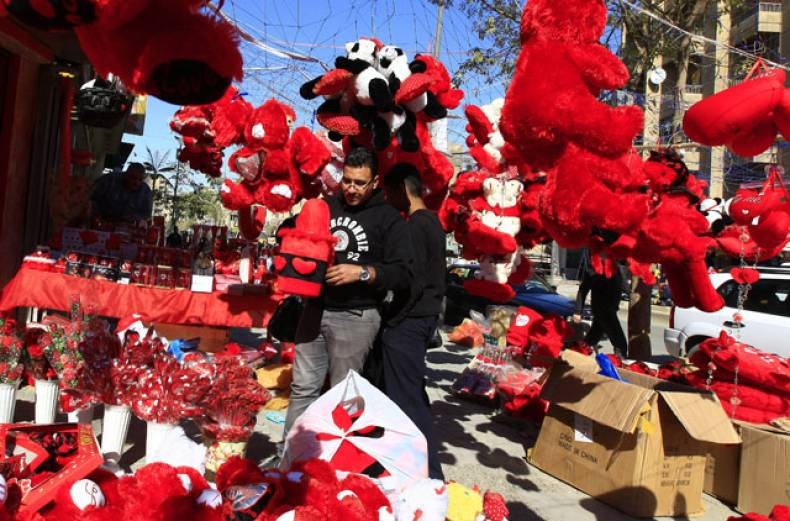 an-iraqi-man-shops-for-valentine-s-day-gifts-in-baghdad-iraq