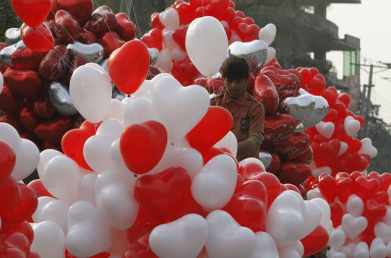 a-pakistani-vendor-sells-heart-shaped-balloons-for-valentine-s-day-in-lahore-pakistan