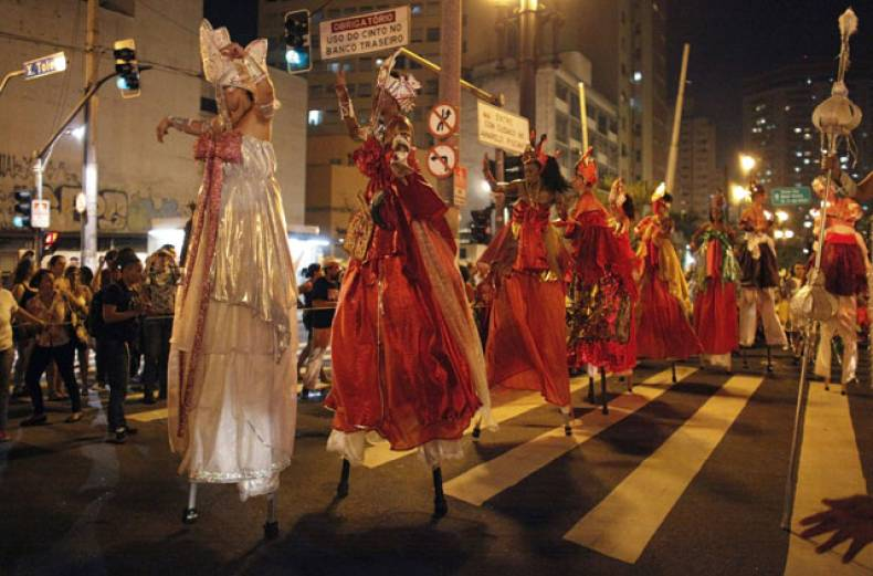 afro-brazilian-women-dance-on-stilts-during-the-annual-block-party