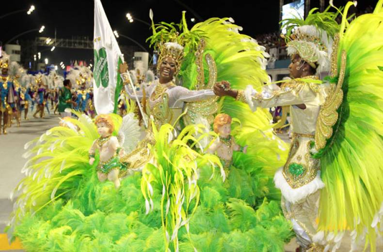 revellers-of-camisa-verde-e-branco-samba-school-dance-during-the-opening-night-of-parades