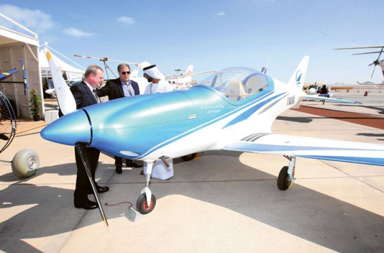 visitors-look-at-the-world-s-first-microlite-aircraft