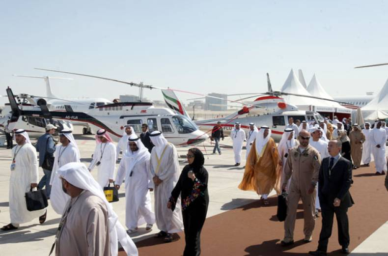 visitors-and-delegates-at-the-abu-dhabi-air-expo