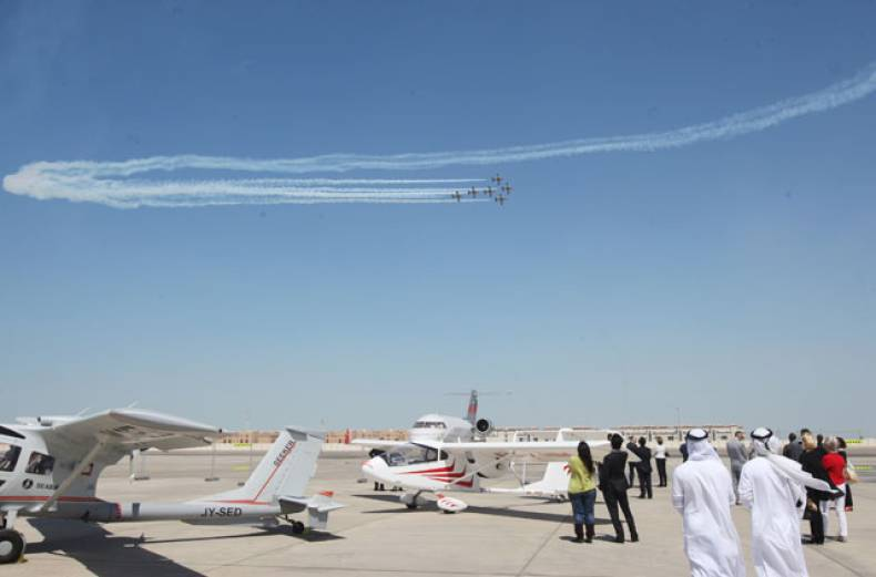 al-fursan-aerobatic-team-performing-at-the-abu-dhabi-air-expo-2012